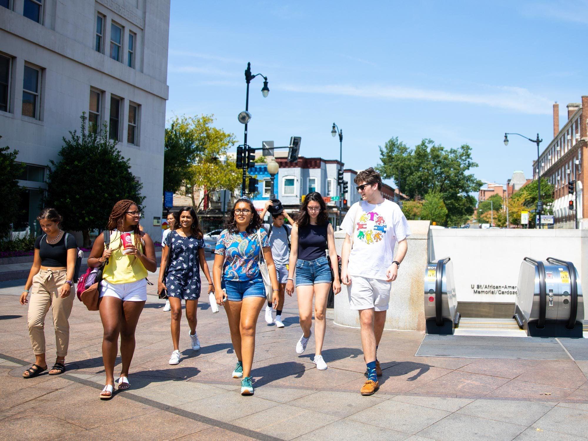 Students tour DC during a pre-orientation program
