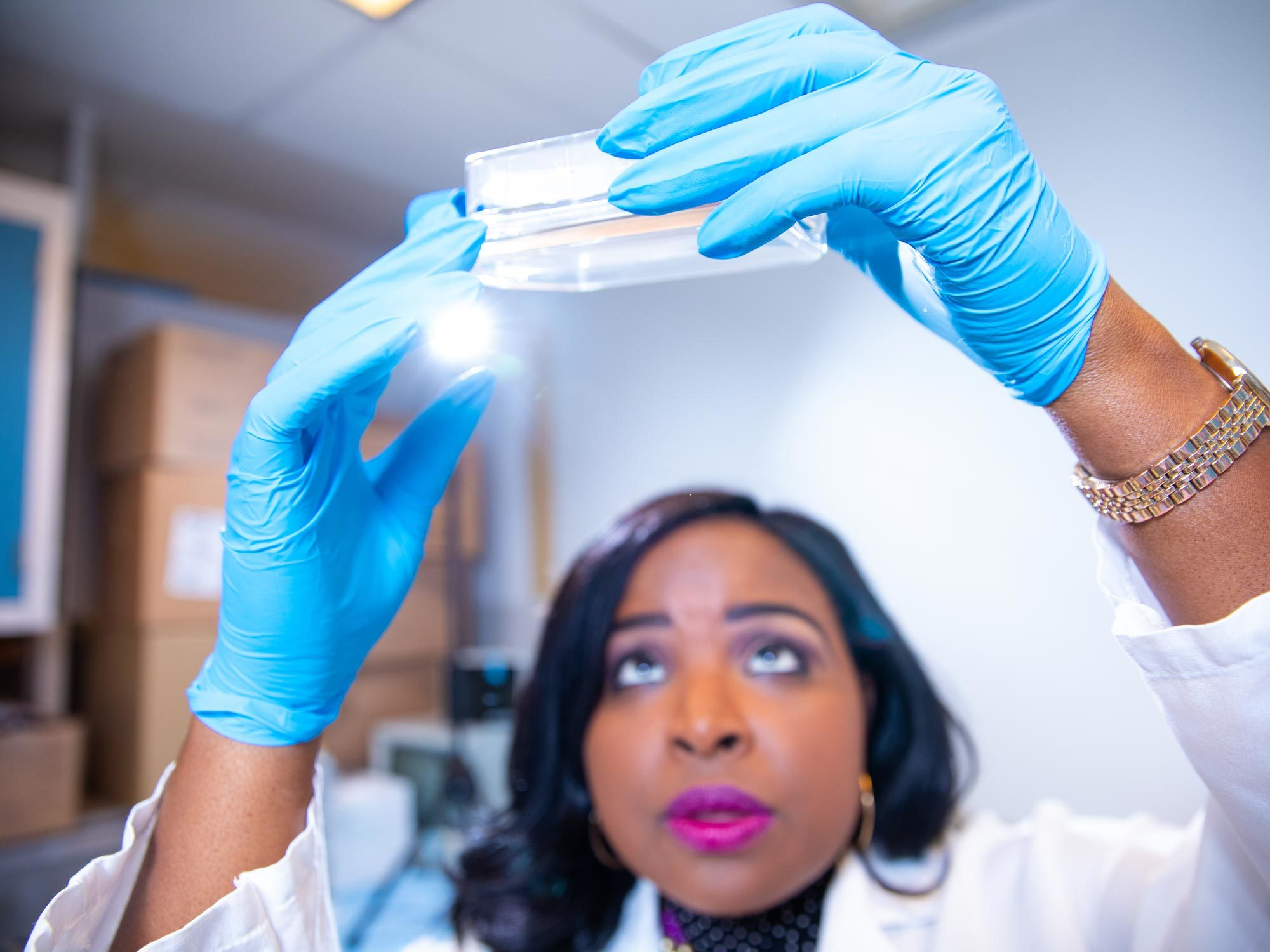 A Georgetown University Medical Center student performs research