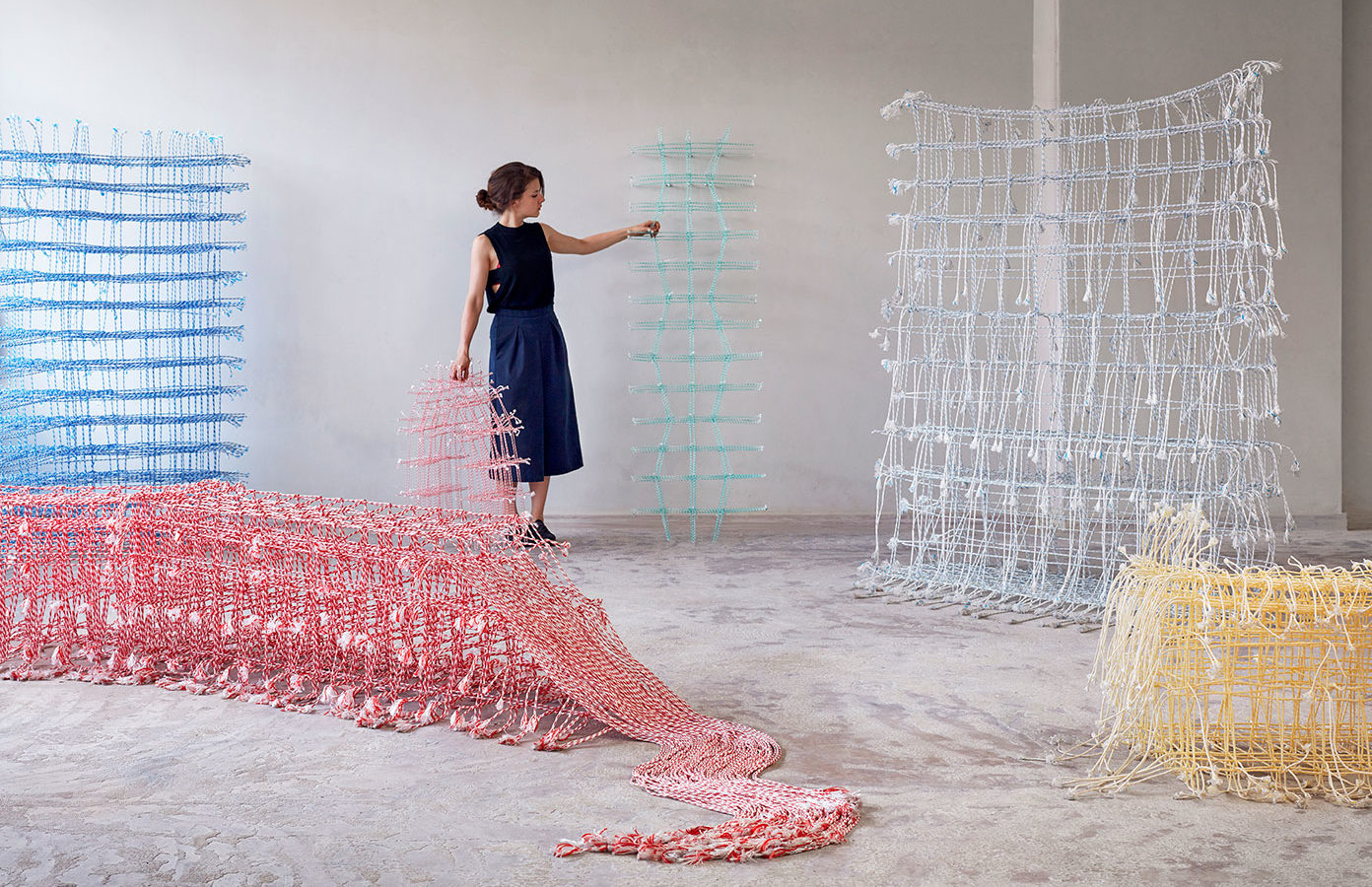 Fransje Gimbrère, Standing Textile(s), 2019. Recycled Polyester braided yarns.