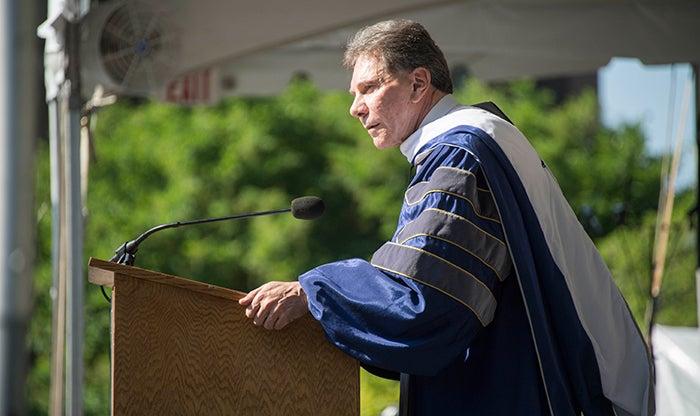 Richard Cialdini speaks at graduation ceremony