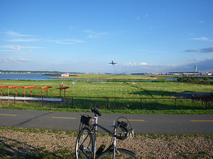 A plane flies overhead at Gravelly Point.
