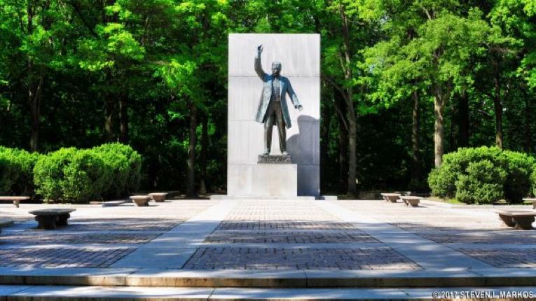 A statue on Roosevelt Island.