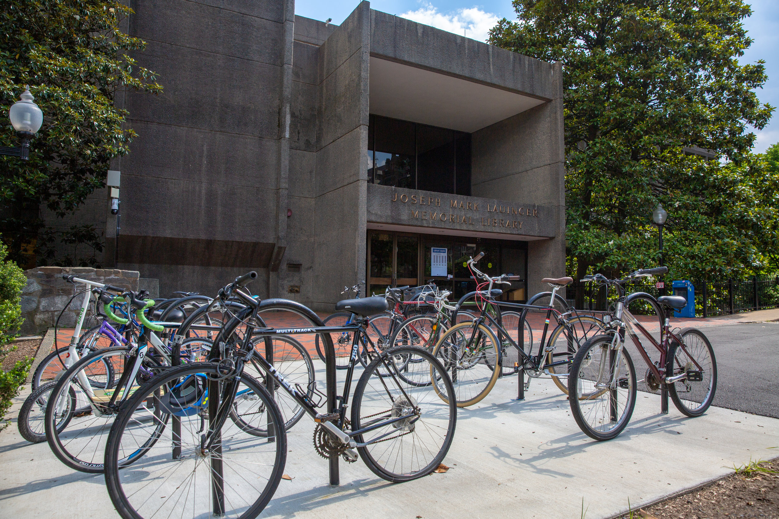 Bikes sit in front of Lauinger Library